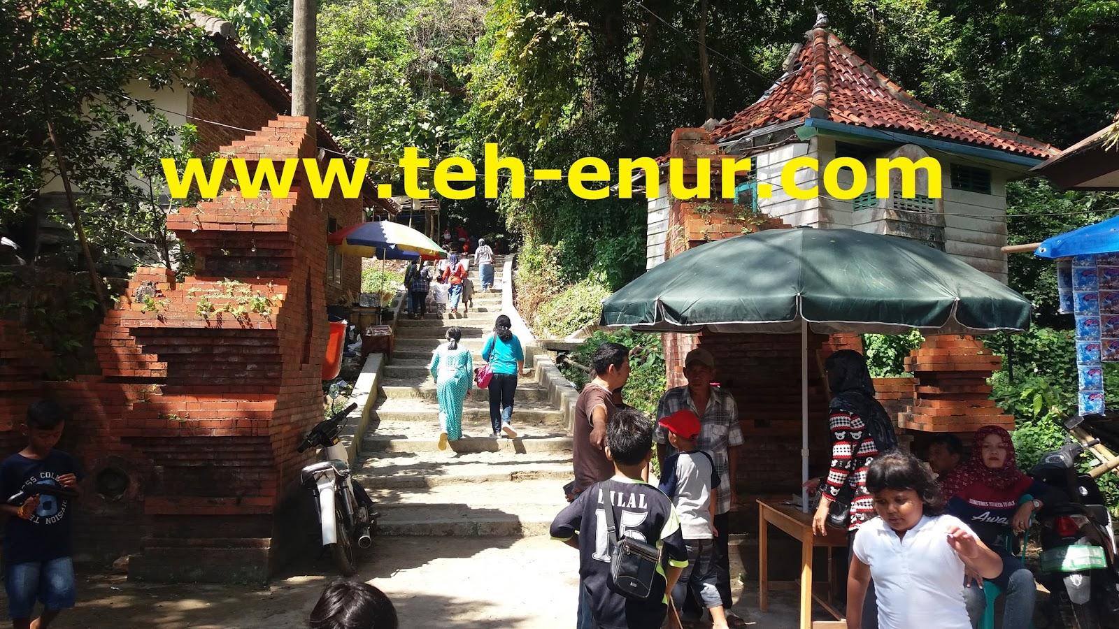 Gerbang Objek Wisata Keramat Plangon