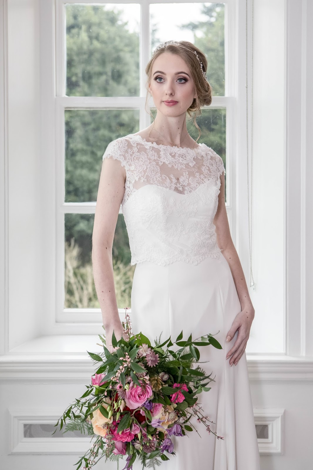 How to Style Bridal Lace Bolero at Wedding