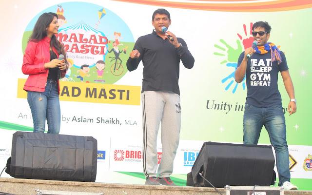5. Aslam Shaikh with RJ Rangili Ruchi & RJ Clyan