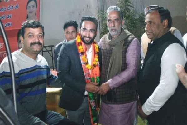 मोदी से प्रभावित होकर युवा कार्यकर्ता साहिल नंबरदार मंत्री KP गुर्जर के सामने BJP से जुड़े