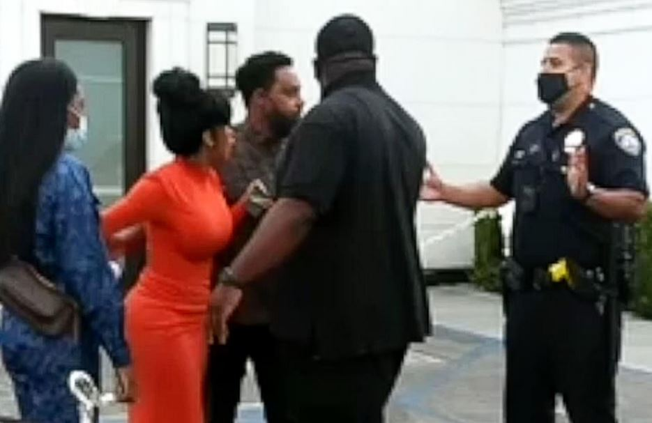 Cardi B Confronting The Police After They Dragged Her Husband, Offset From His Car Last Week (Video) #Arewapublisize