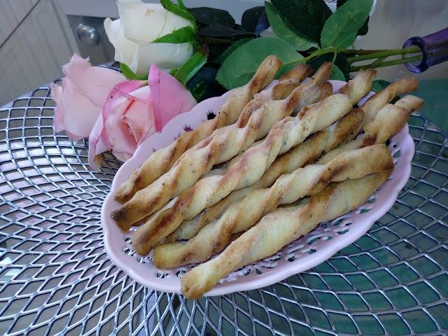 swiderki serowo ziolowe paluszki serowo ziolowe paluchy ciastka ciasteczka wytrawne pikantne swiderki z serka topionego paluszki z sera