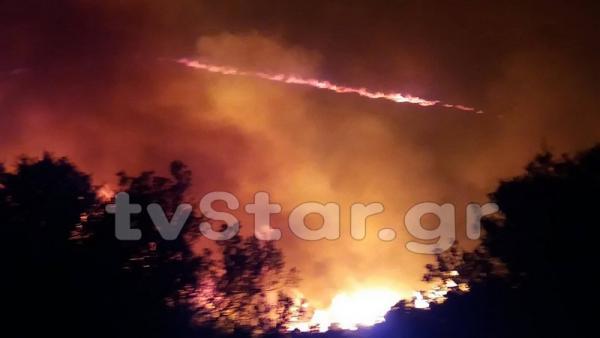 Νέες εκκενώσεις χωριών από τη μεγάλη φωτιά στην Εύβοια (βίντεο)