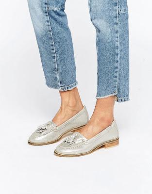 zapatos plateados tacon ancho