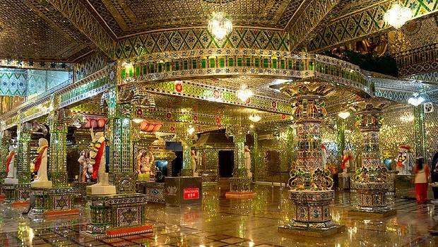 Arumigu Sri Rajakaliamman Glass Temple