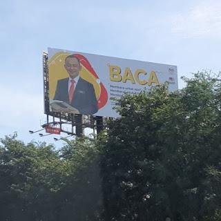 Tinggi a billboard tu bang, tak gayat ker?