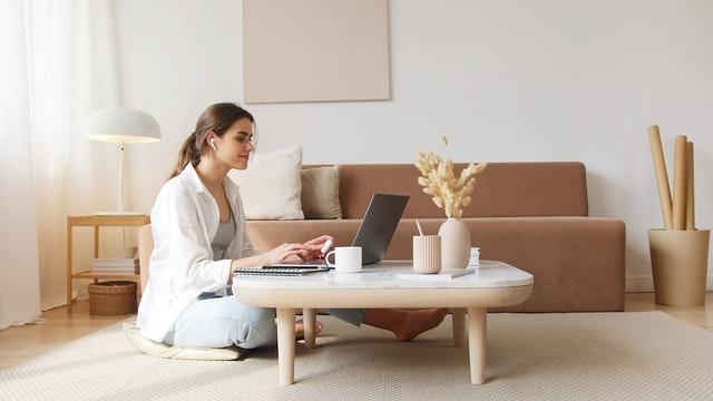 WFH Jadi Budaya Baru, Bagaimana Memantau Waktu Kerja Karyawan?