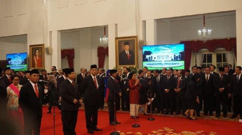 Jokowi - Ma'ruf  Resmi Lantik dan Serahkan SK Menteri Kabinet Indonesia Maju
