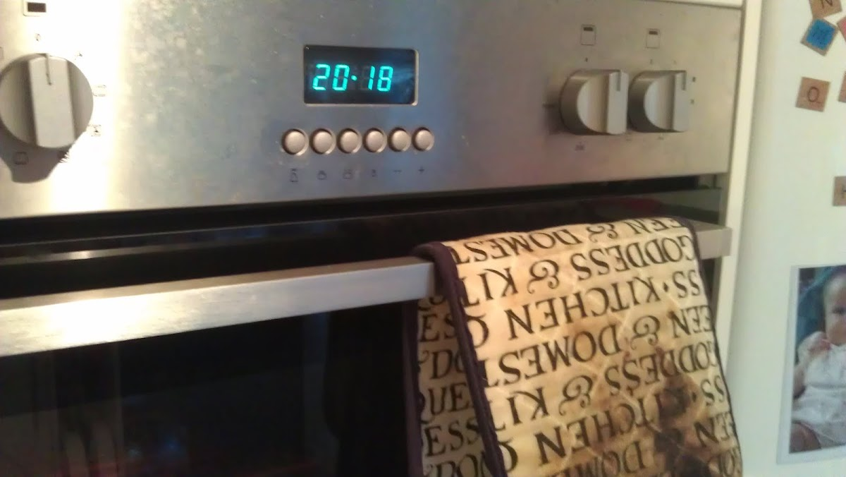 changing the time on a howdens kitchen lamona oven, or set the clock