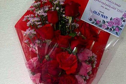 14 Trik Merawat Rangkaian Bunga Mawar