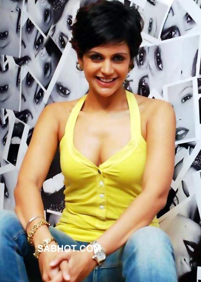 Smiling Mandira Bedi In Yellow Top Hot Deep Cleavage Show Pics - Sabwoodcom-8165
