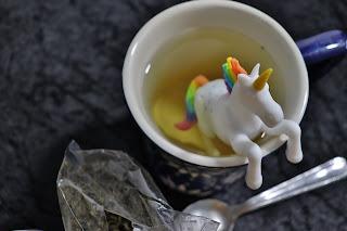 Tea infuser in cup