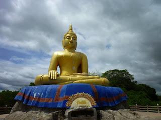 Buddha Figur bei Khao Tao