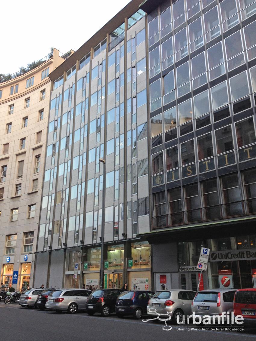 Urbanfile milano corso europa restaurato il palazzo di for Uffici a milano