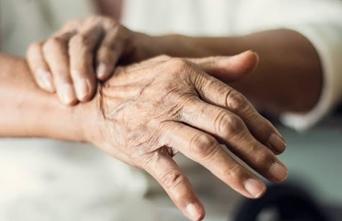 Awas Penyakit Menurun. Yuk, Kenali Penyebab Umum Penyakit Parkinson.