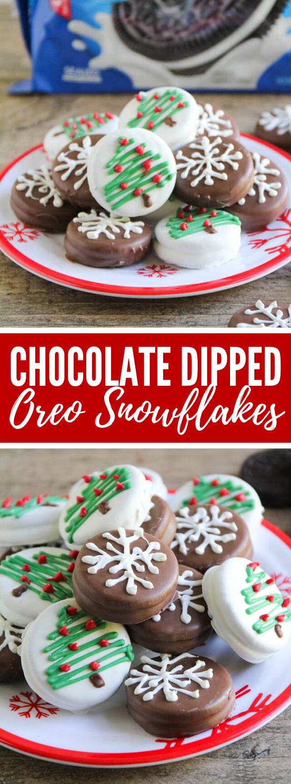 CHOCOLATE DIPPED OREO SNOWFLAKES #cookies #christmas
