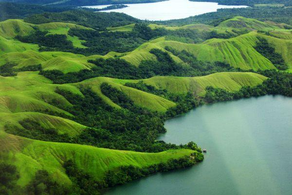 Menikmati Danau Sentani, Salah Satu Rahasia Keindahan Pulau Papua - radenpedia.com