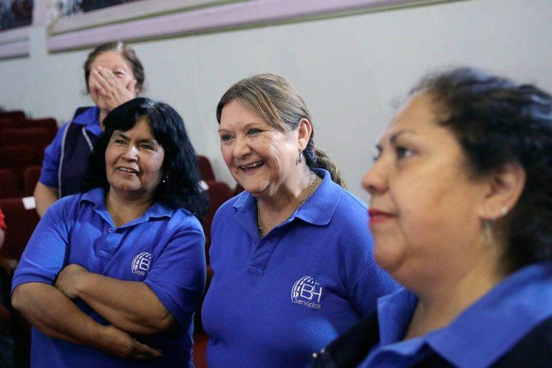Alumnos de la Usach darán clases a las tías del aseo
