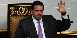 González  informó no participar en las parlamentarias del 6 de diciembre