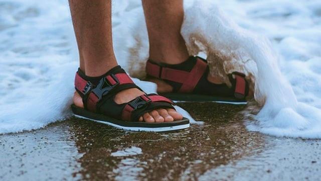 Rekomendasi Produk Sandal Lokal untuk Pria yang Harganya Bersahabat