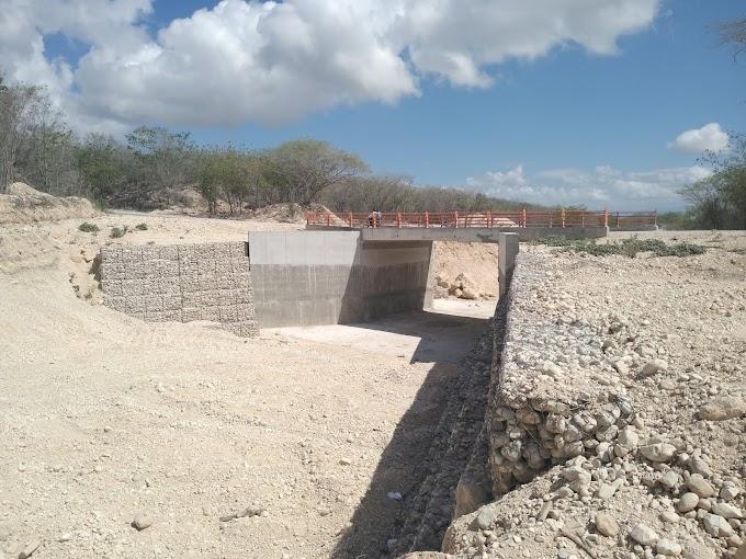 Ciudadanos reclaman terminación de puente sobre Río Caña Onda y señalización Carretera Cabral- Polo