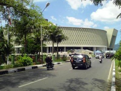 Berkunjung Ke Museum Tsunami Banda Aceh