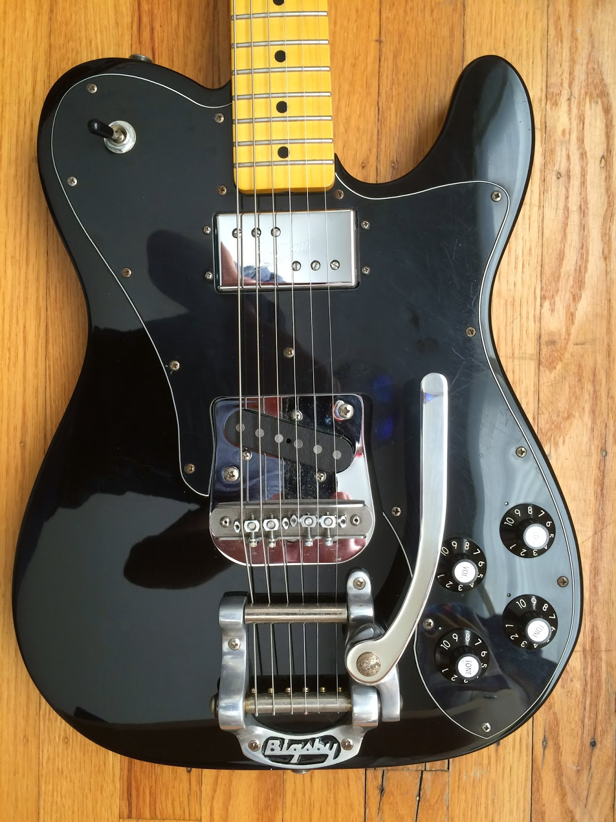 small resolution of it s a classic combination a humbucker in the neck and a single coil in the bridge but it can be a real challenge to keep that single coil from sounding