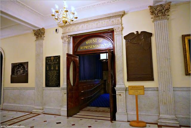 Entrada a la Cámara de los Representantes en el Massachusetts State House
