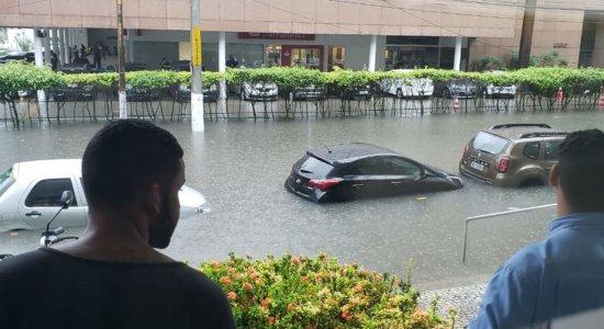 Chuvas complica a vida dos Recifenses.