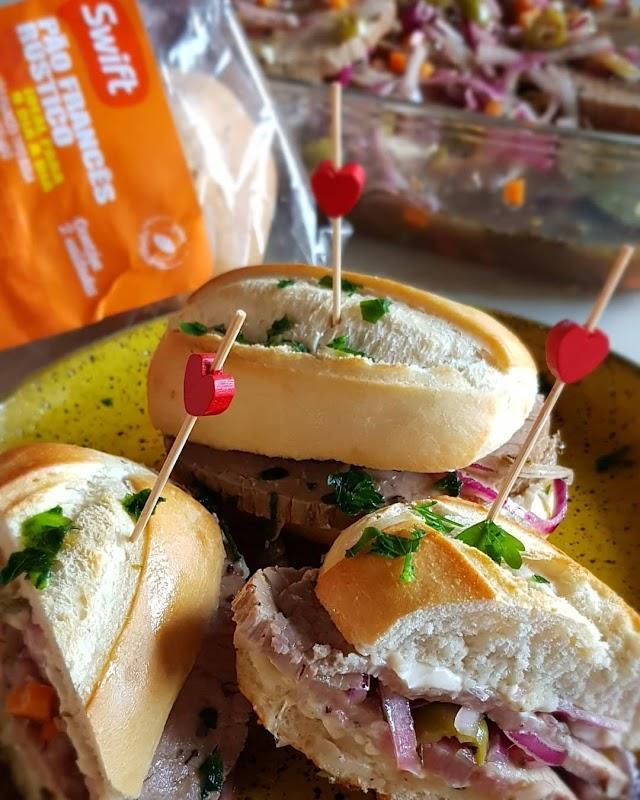 Está decretado: pão com carne é lanche e sanduíche sim!