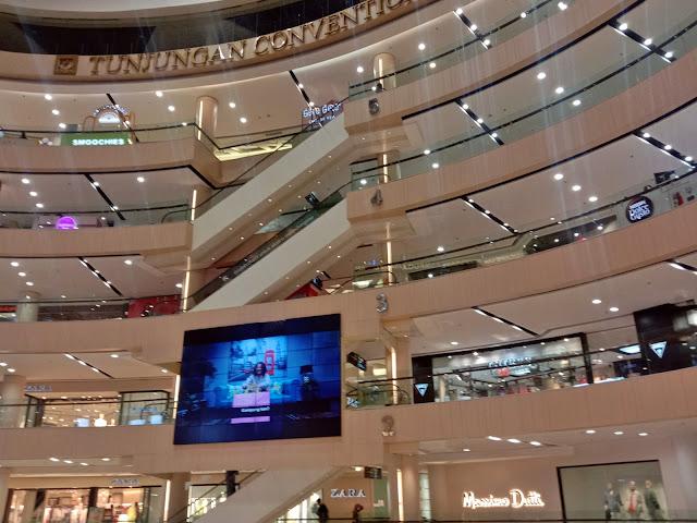Atrium Tunjungan Plaza 3