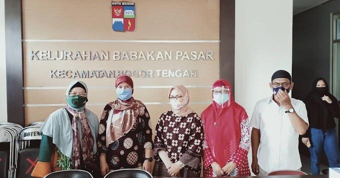 PNJ Berikan Bantuan Masker dan Sembako Warga Pulo Geulis