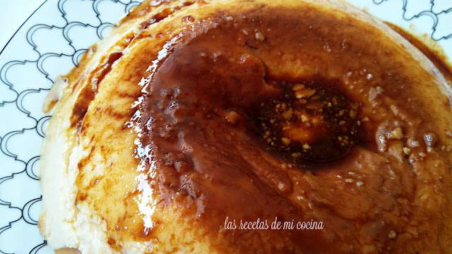 Flan de queso mascarpone al microondas (vídeoreceta)