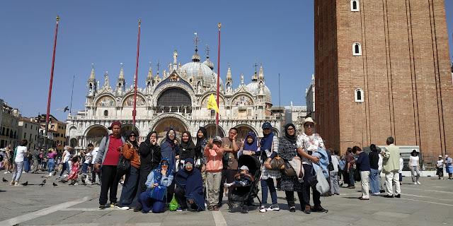 Paket Favorite Tour West Europe + Rome & Venice 12 Days