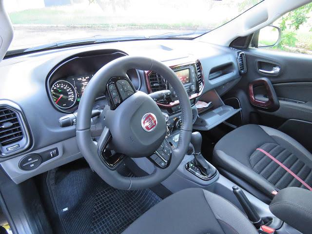 Fiat Toro 1.8 Flex - interior