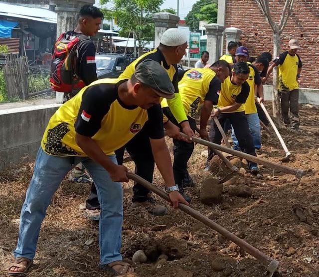 Komunitas Off-Road 4x4 Mutiara Raya Ikut Gotong Royong Bersama Warga