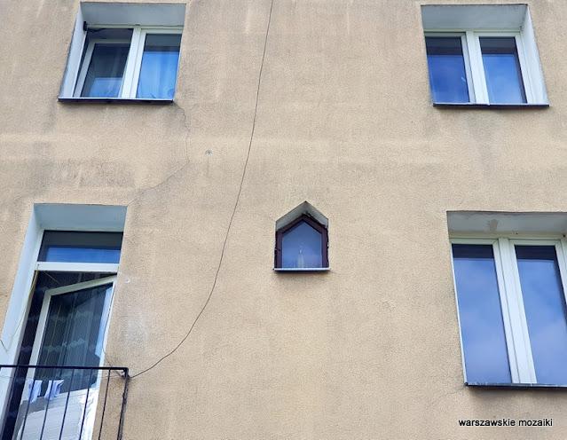 kapliczka Warszawa Warsaw Targówek Fabryczny drewniak dom drewniany uliczka architektura architecture