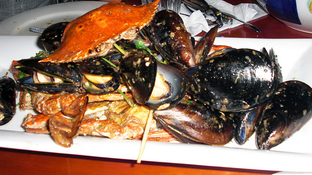 chili crabs and mussels