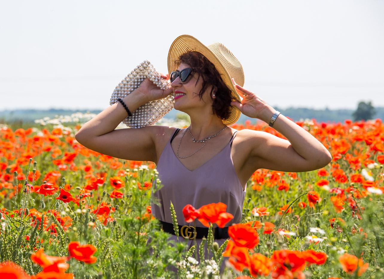 Adriana Style Blog, blog modowy Puławy, pole maków, Sukienka Satynowa River Island, River Island Satin Dress, Straw Hat. Kapelusz Słomiany, Perłowa Torebka Zara, Zara Pearl Bag