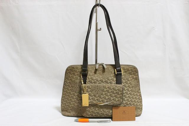 Jual tas tas second bekas branded original murah dari Singapore Original  Authentic dengan harga1 yang kompetitif 1ea2005a72