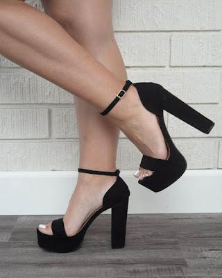 tacones negros descubiertos casuales de moda