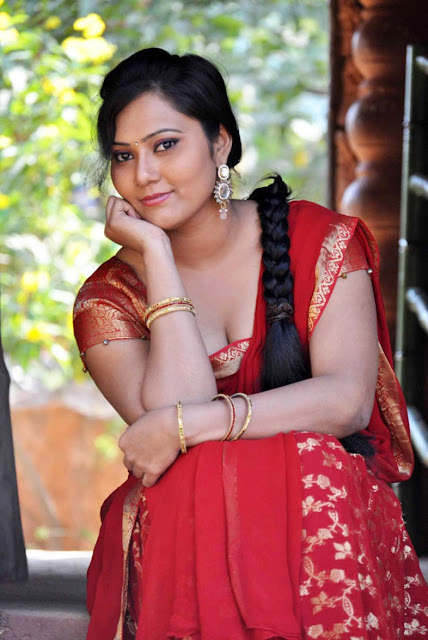 Samasthi saree navel show images
