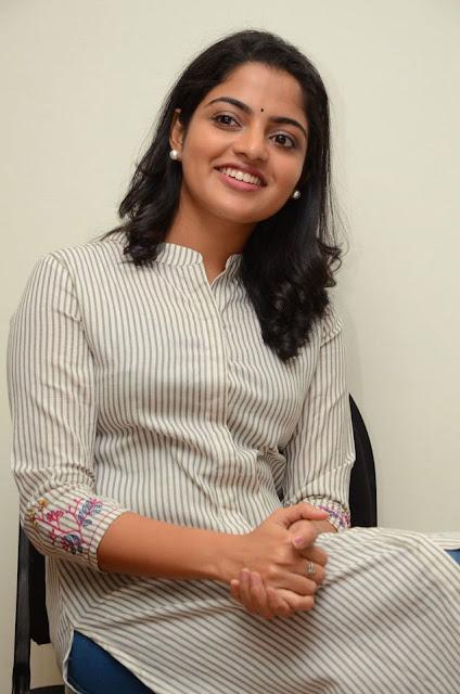 Meda Meedha Abbayi Actress Nikhila Vimal Latest Stills 2017