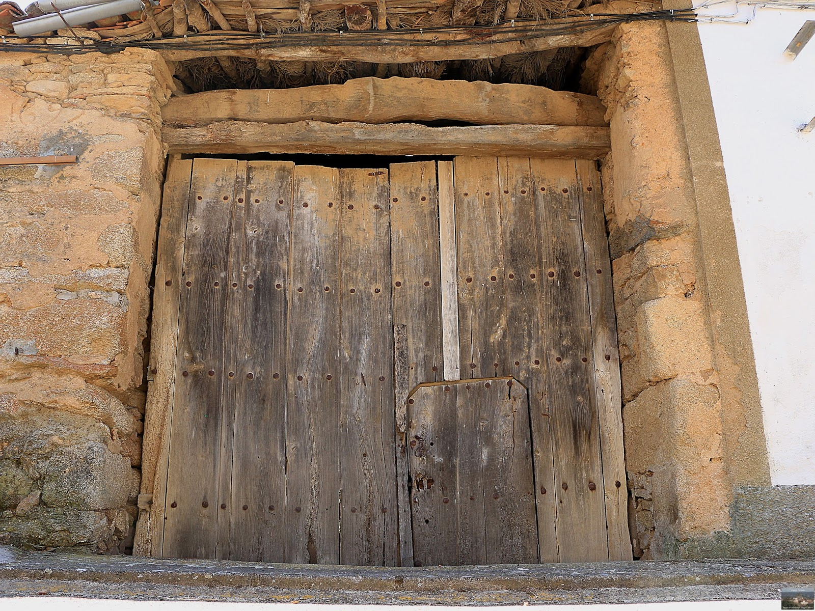 Bogajo salamanca puertas y ventanas antiguas de madera en for Puertas salamanca