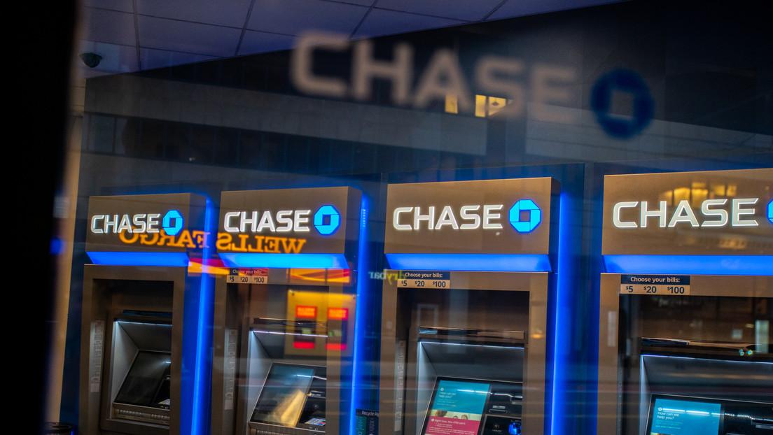 Una mujer recibe mil millones de dólares en su cuenta bancaria