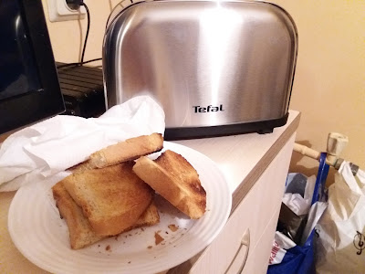 Tefal TT330D Ultra Mini toaster first impressions review