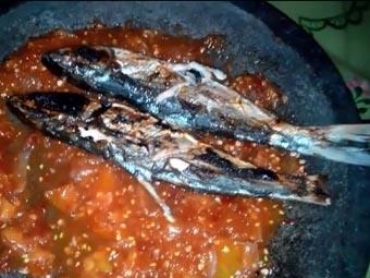 Ikan Bakar Bandeng Sambal Bawang Tomat