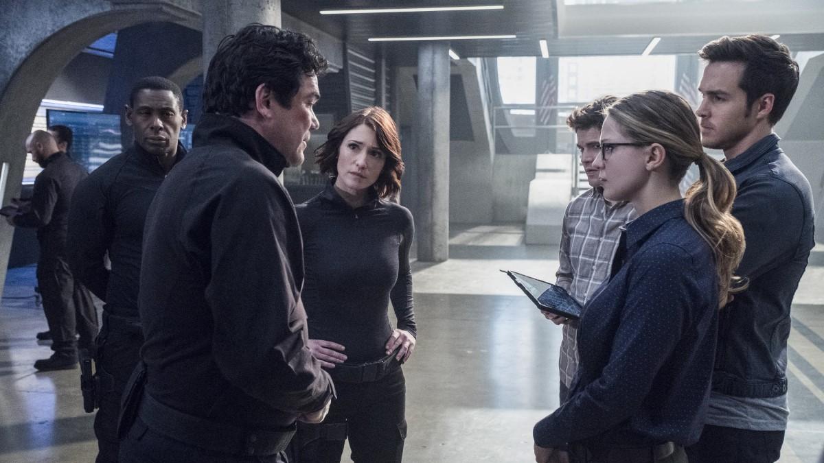 Los miembros del DEO sospechan de Jeremiah Danvers tras su comportamiento sospechoso en Supergirl