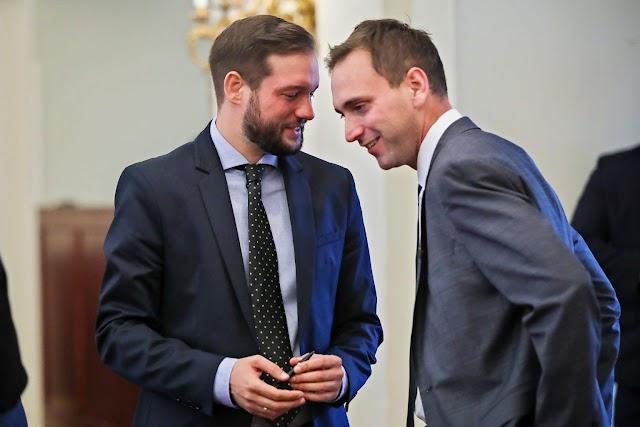 """Fortyog a moslék Újpesten is: A momentumos, """"csőnadrágos, vasalt hajúr"""" kártyavára belülről omlik össze"""