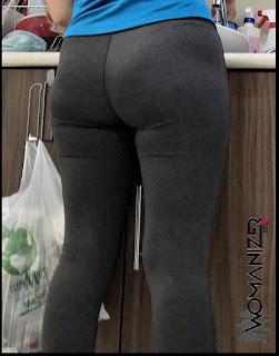 Bonita chica nalgona calzas ajustadas